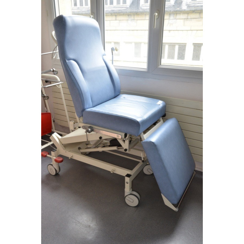 http://medical.fr/11734-thickbox_default/chariot-electrique-pour-endoscopie-et-interventions-ambulatoires-positions-assises-couchee-et-intermediaire.jpg