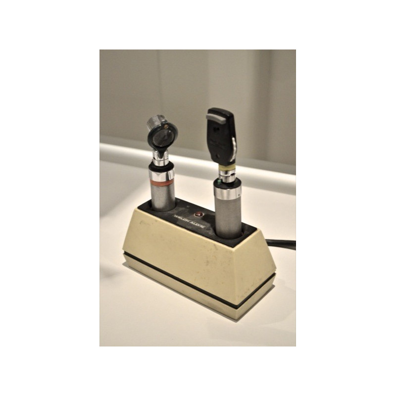 ENSEMBLE OTOSCOPE/OPHTALMOSCOPE VETERINAIRE WELLCH ALLYN SUR CHARGEUR