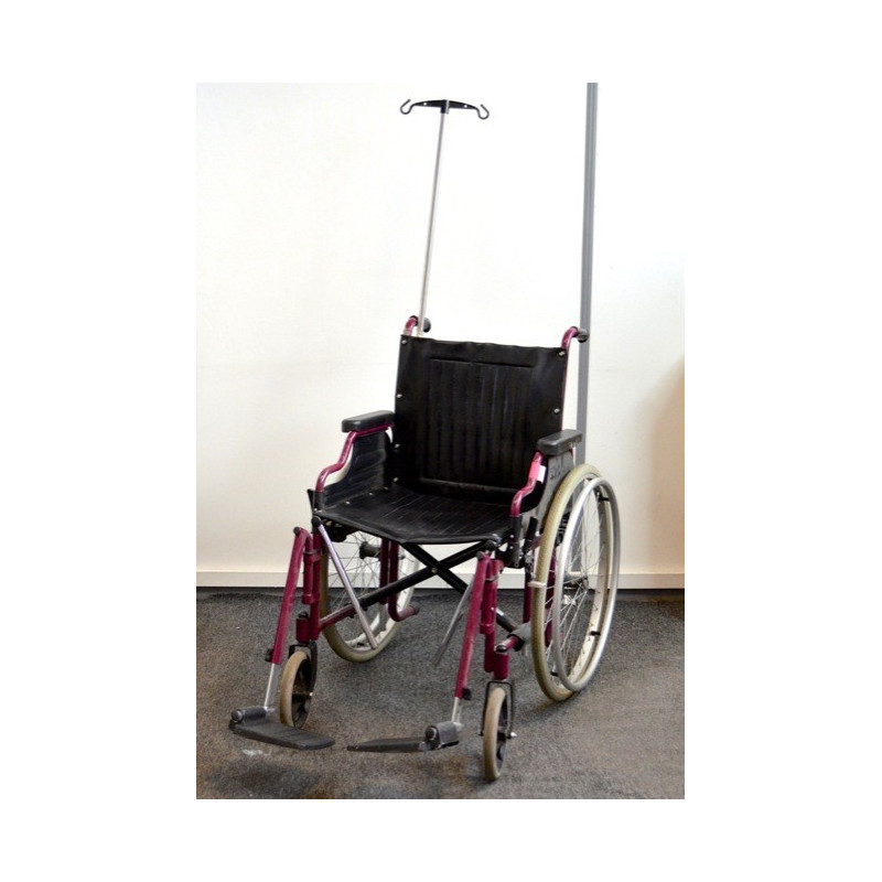 http://medical.fr/13873-thickbox_default/fauteuil-roulant-pliable-avec-potence-serum.jpg