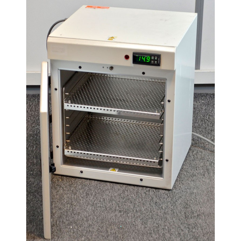 http://medical.fr/14259-thickbox_default/poupinel-inox-2-etageres-32-litres-environ.jpg