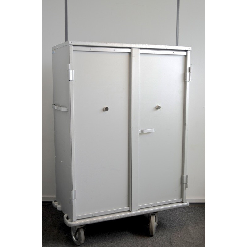 CHARIOT-ARMOIRE A LINGE