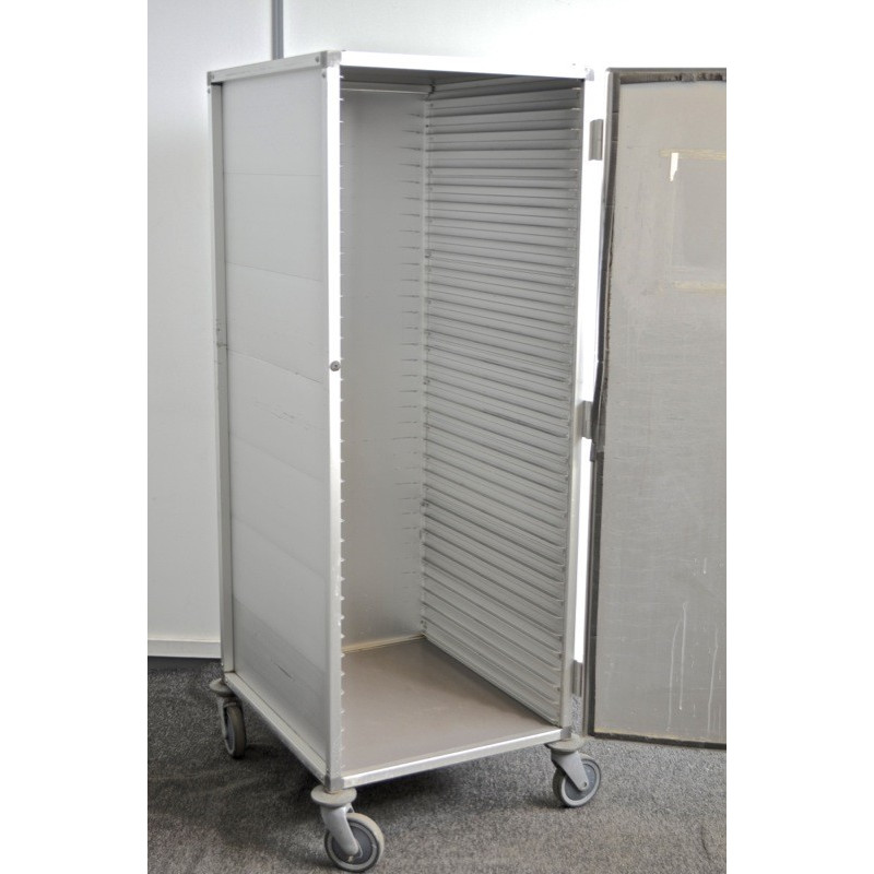 http://medical.fr/16453-thickbox_default/armoire-fermé-à-roulettes.jpg