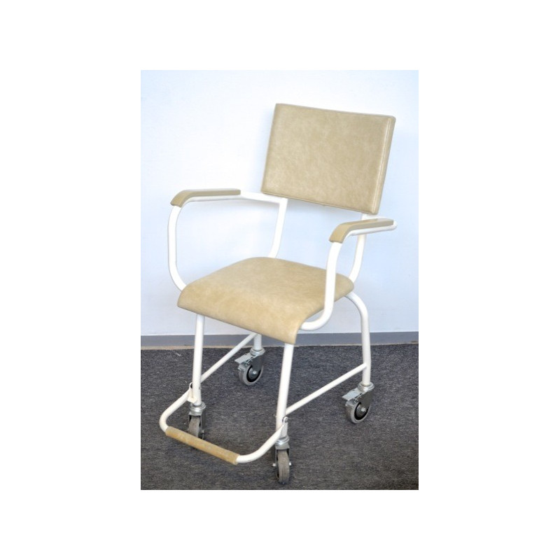 http://medical.fr/16866-thickbox_default/fauteuil-a-roulettes.jpg