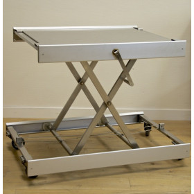 TABLE D'OPERATION VETERINAIRE INOX SUR ROULETTES