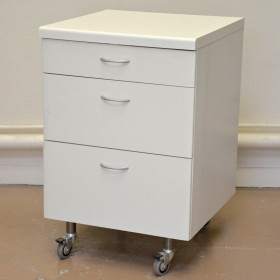 CABINET 3 DRAWER ON WHEELS